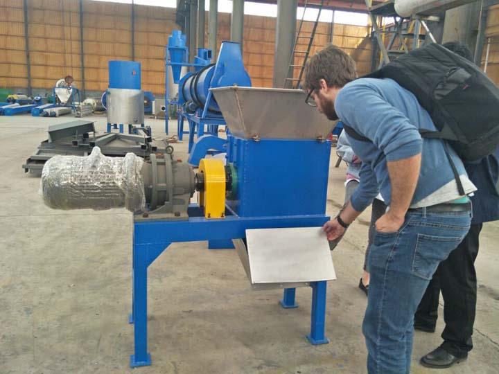 customer and the crusher machine